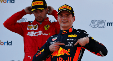 Verstappen le arrebata el triunfo a Leclerc con polémica a dos vueltas del final