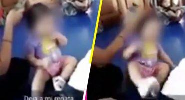 Mujeres que trabajan en guardería graban a niña mientras le dan cabezazos y se ríen de ella