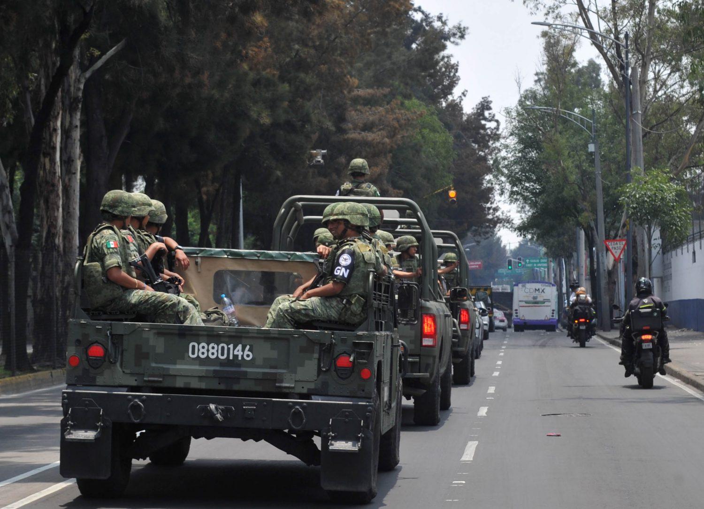 Van militares a calles de la CDMX para suplir a policías en cuarentena