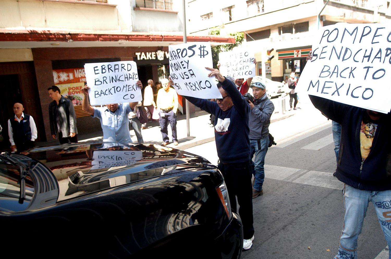Mejor mándenos a Pearl Jam: Protesta por 'El Chapo' le pide a Pompeo que lo regrese a México