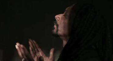 Snoop Dogg se echa porras solito en su nuevo video