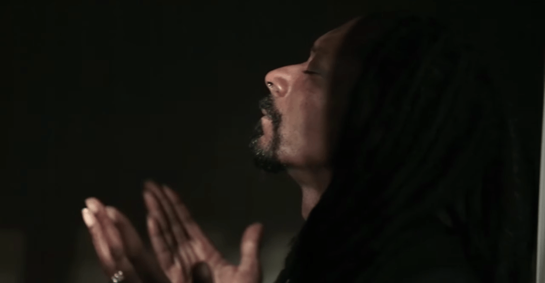 Snoop Dogg se echa porras solito en su nuevo video