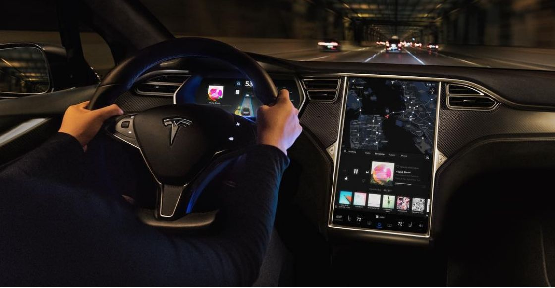¡Ah prro! Tesla pondrá Netflix y Youtube en todos sus autos