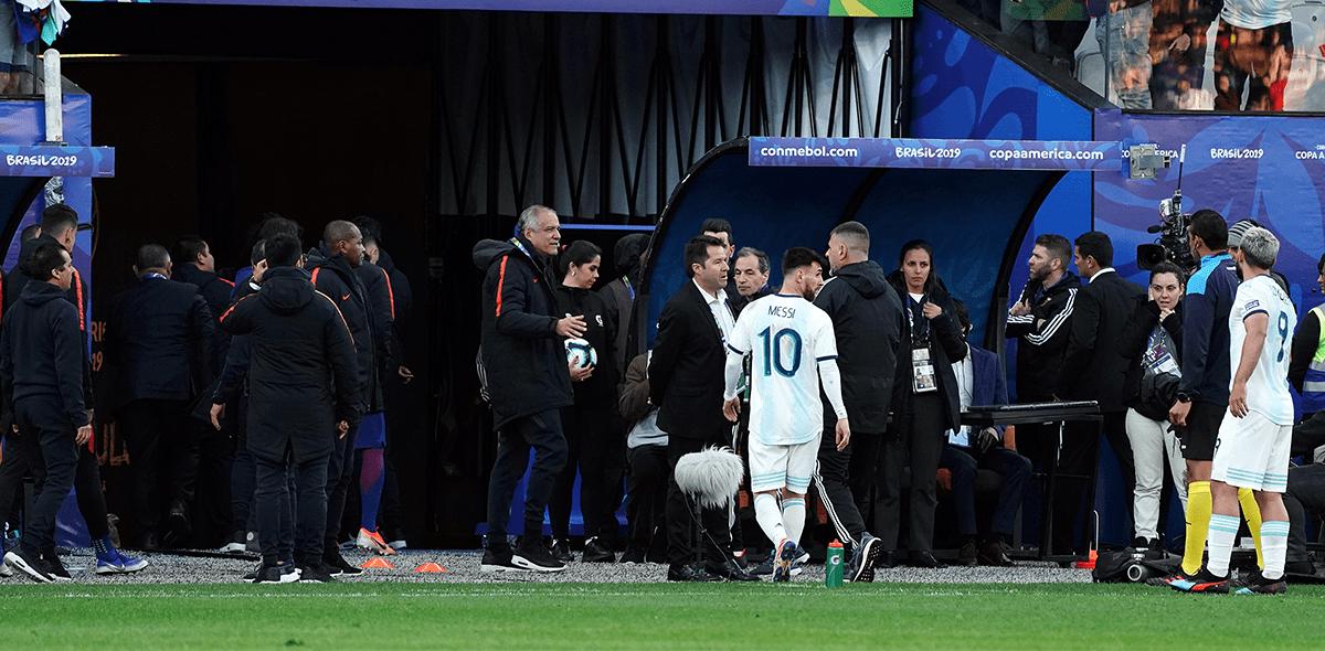 """¡Hay tiro! Tite le respondió a Messi: """"Debería respetar un poco más"""""""