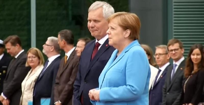 Angela Merkel sufre temblores en acto público por tercera ocasión en un mes