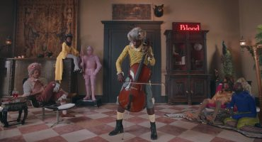 "Blood Orange hace un Marie Antoinette reloaded en el video para ""Benzo"""