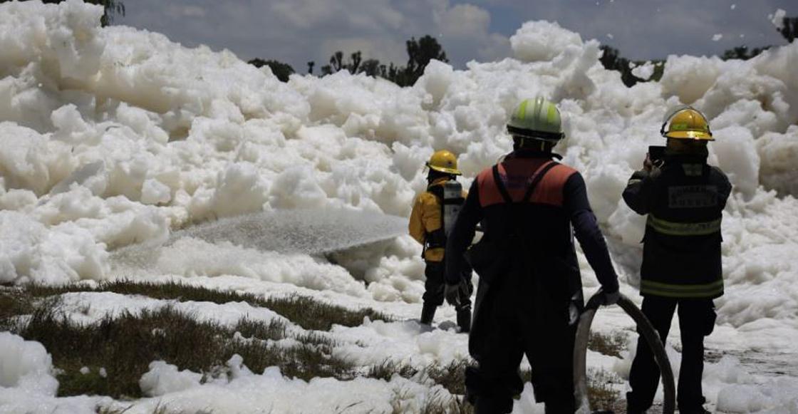 Encuentran el cuerpo de un hombre que cayó en espuma tóxica en Puebla