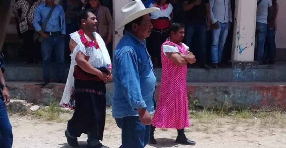 Castigos brgs: Visten de mujer a alcalde de Huixtán por incumplir promesas de campaña