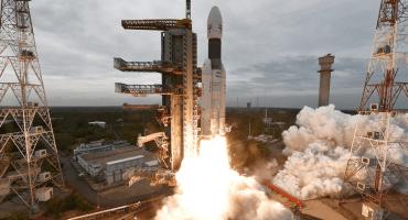 La India manda exitosamente misión no tripulada al Polo Sur de la Luna