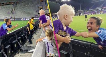 La historia de la foto (y el encuentro) del niño y una futbolista sin extremidades que se viralizó