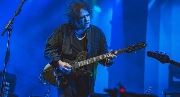 "Mira a The Cure tocar ""Just Like Heaven"" en el tráiler de su concierto-documental"