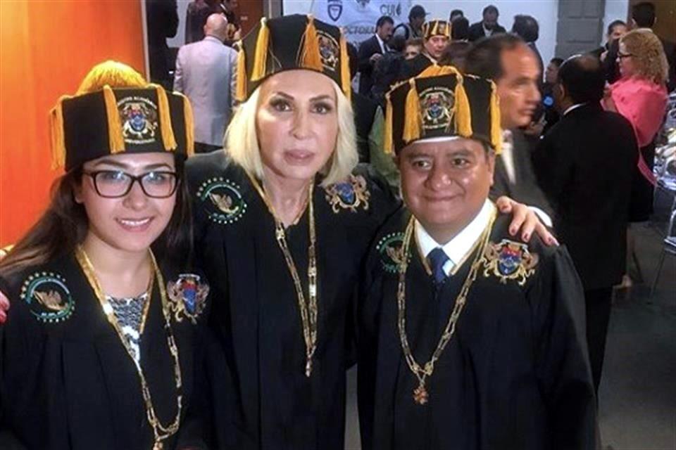 ¿Congreso de la CDMX otorgó 'Doctor Honoris Causa' a Laura Bozzo?