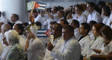 ¿De verdad llegarán 6 mil médicos cubanos a México?