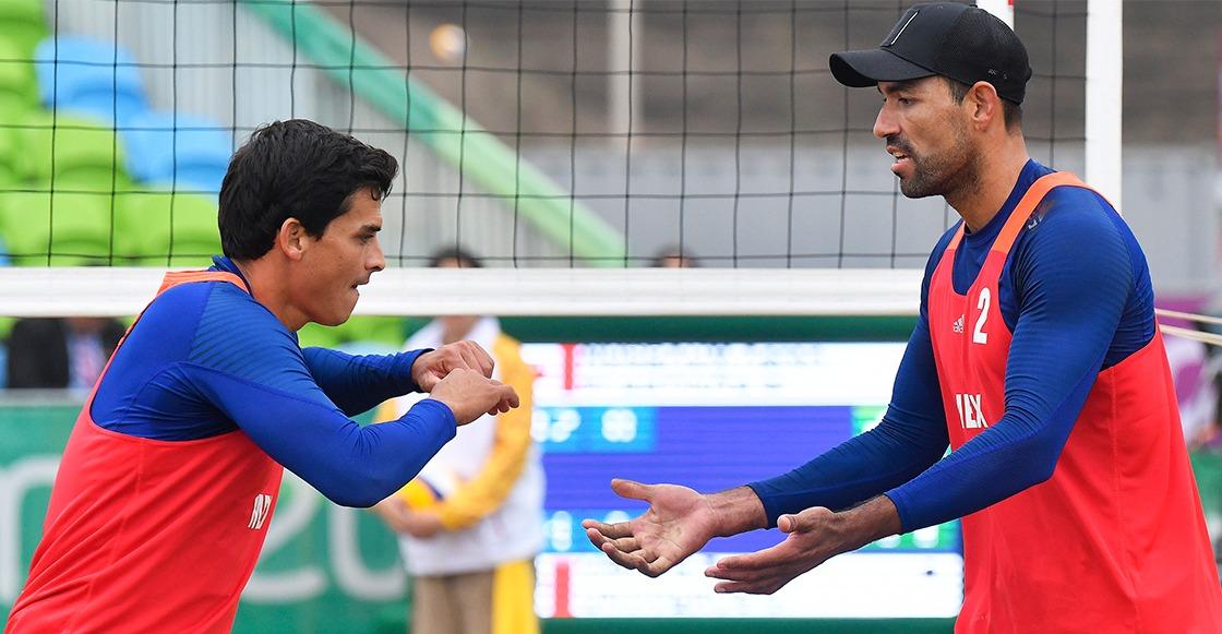 ¡México aseguró medalla en Voleibol de playa varonil tras derrotar a Argentina!