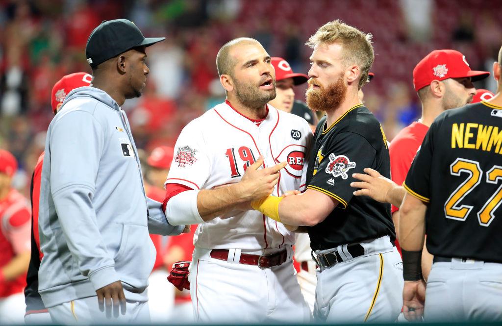 ¡Todos le entraron a los golpes! Reds y Pirates protagonizaron batalla campal