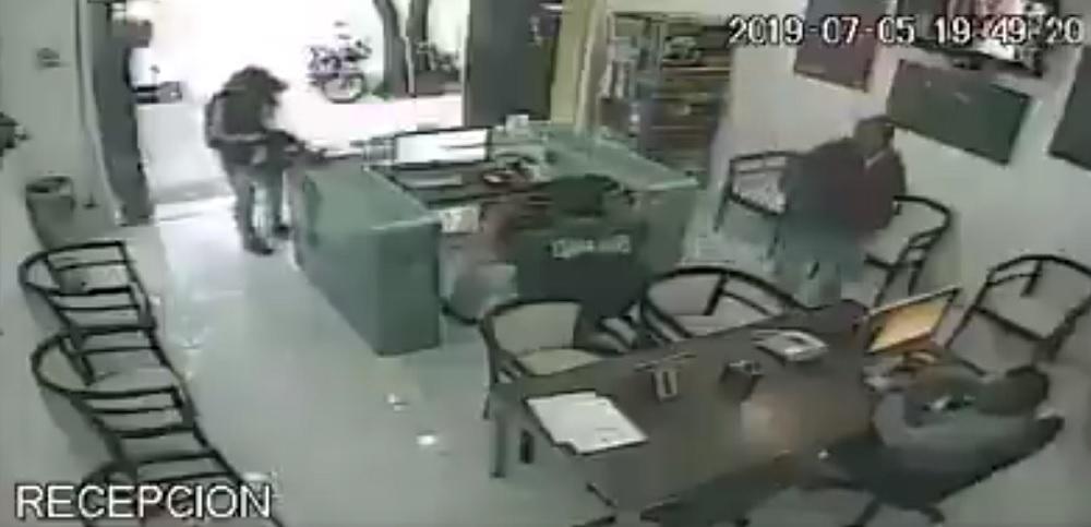 Sujetos armados roban 200 mil pesos en equipo de EduMac de La Condesa