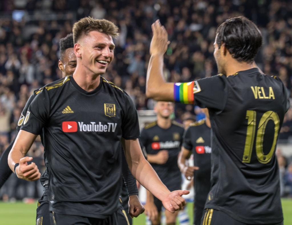 Carlos Vela sigue dominando la MLS con doblete en el Clásico de Los Ángeles