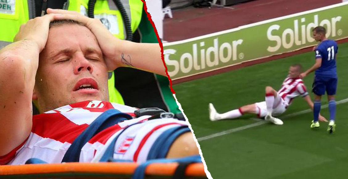 Futbolista quiso evitar un córner y terminó con una fractura de tobillo