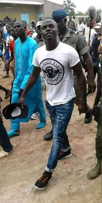 Sadio Mané aprovechó sus vacaciones para visitar la escuela que construye en Senegal