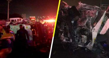 Asaltantes provocan volcadura de combi en la México-Puebla; hay 5 muertos y 13 lesionados