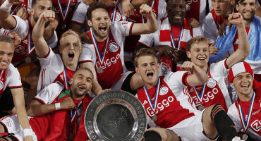 Ajax va por el bicampeonato de la Eredivisie... sin su 'columna vertebral'