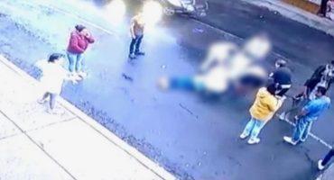 ¡El colmo! Presuntos familiares de asaltante herido esconden su arma en una coladera