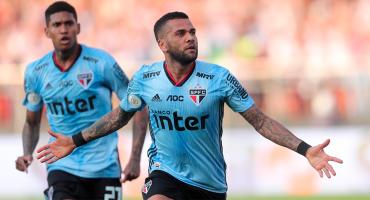 ¡Como jefe! Dani Alves marcó este gol en su debut con el Sao Paulo