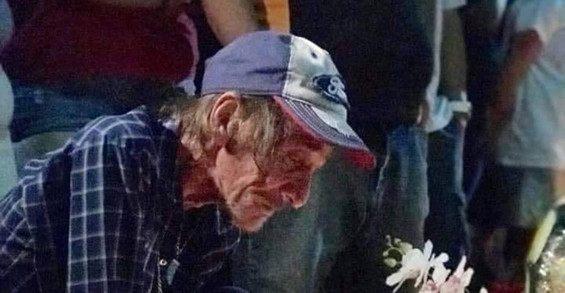 Señor que perdió a su esposa en El Paso, pidió a todos que lo acompañaran para despedirla