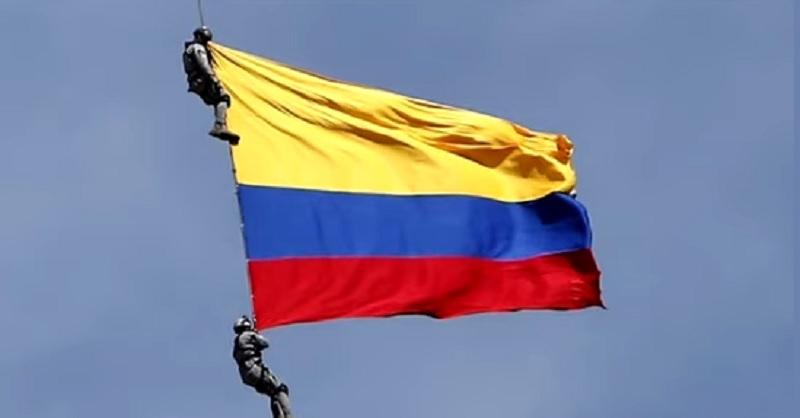 Soldados de Colombia mueren tras caer desde un helicóptero