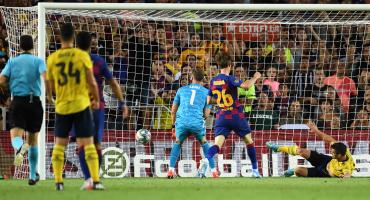 El inverosímil autogol de Maitland-Niles y el golazo de Suárez en el Barcelona vs Arsenal
