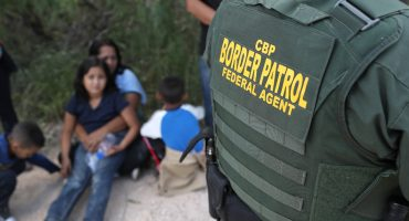 Administración Trump presenta nuevas reglas para detención indefinida de familias migrantes