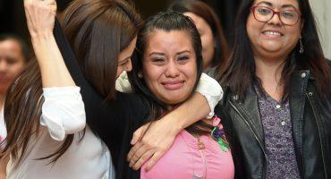 Tras ser condenada a 30 años por un aborto, hoy absolvieron a Evelyn Hernández