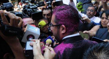 Dice Jesús Orta que no presentará cargos por el ataque con brillantina rosa