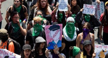 #ExigirJusticiaNoEsProvocación: Con diamantina rosa capitalinas convocan a manifestación