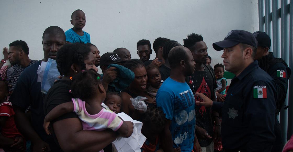 Policías federales y migrantes se enfrentan en estación migratoria de Tapachula