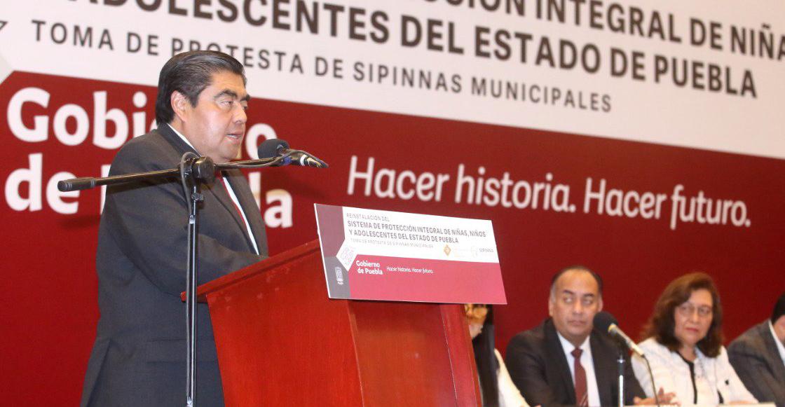 Denuncia Barbosa que pasadas administraciones vendían niños desde el DIF Puebla