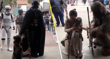 La princesa Leia estaría orgullosa: Checa la tierna reacción de una niña cuando vio a los personajes de 'Star Wars'