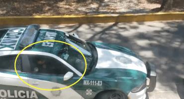 Cinismo: Cachan a policías de CDMX persignándose al recibir mordida