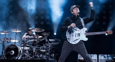 ¿Los extrañará? Tom DeLonge coverea a Blink-182 en su regreso a los escenarios
