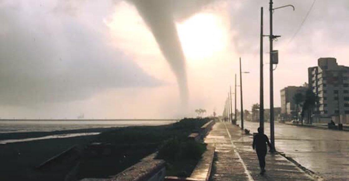 Casual: Coatzacoalcos amaneció con una tremenda tromba marina en el Malecón
