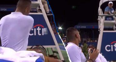 """Tenista lanzó un botellazo al árbitro y se excusó de forma absurda: """"Se me cayó de la mano"""""""