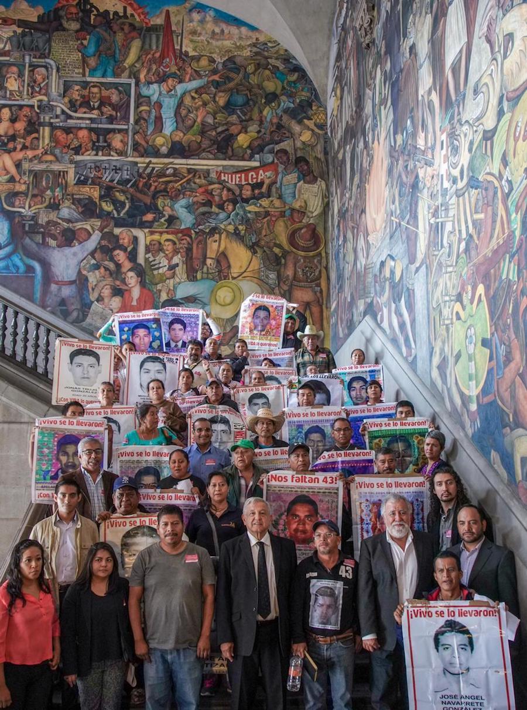 AMLO-43-papás-Ayotzinapa