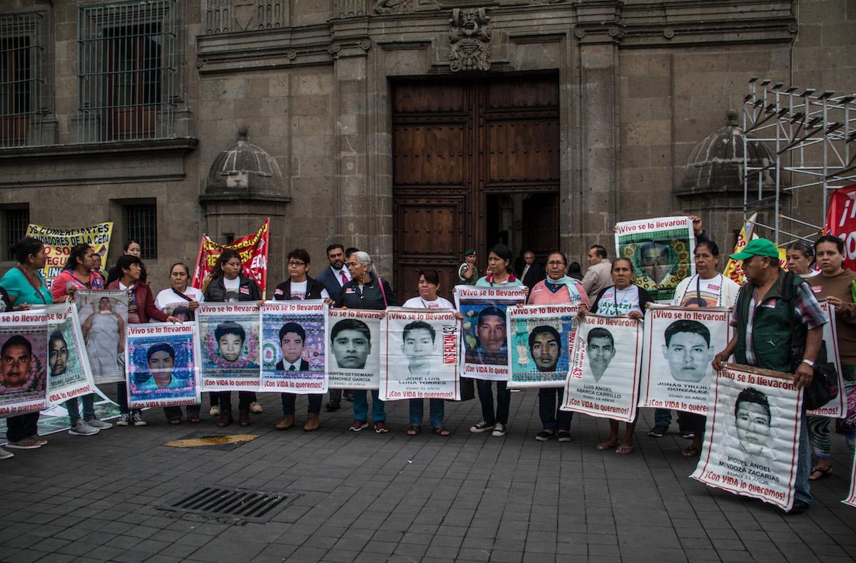 Ayotzinapa-AMLO-EPN-caso