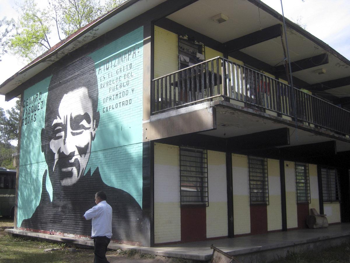 Ayotzinapa-escuela-normal-rural-isidro-burgos