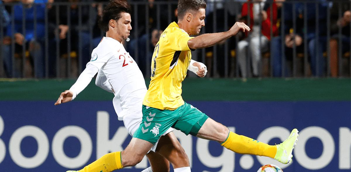 ¡El comandante! Cristiano le anotó a Lituania y llegó a 90 goles con Portugal