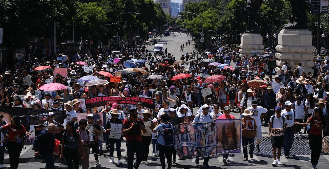 Familiares de víctimas de feminicidios marchan en silencio en CDMX
