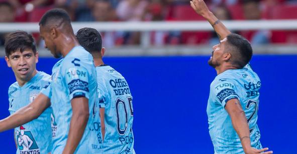 ¡Van los goles! Chivas le regaló los tres puntos a Pachuca y Tomás Boy peligra