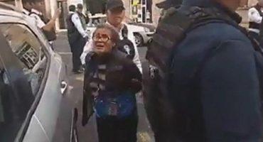 Policías detienen de forma agresiva a dos abuelitos por vender papas en la vía pública