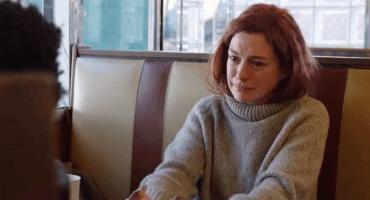 Justo en el cora: Checa el tráiler de 'Modern Love' con Anne Hathaway y Tina Fey
