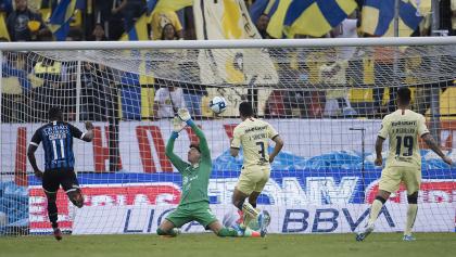La maldición de Ochoa vuelve a hacer de las suyas en el empate entre América y Querétaro
